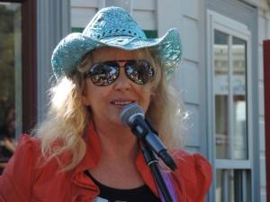 Karen Davy Band at Paihia 038